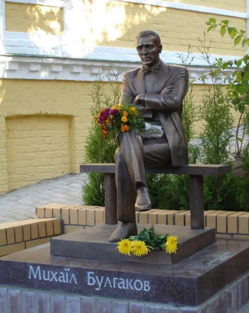 Памятник Михаилу Булгакову, Андреевский спуск