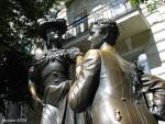 Памятник Голохвастову и Проне Прокоповне. Памятник находится в Киеве возле Андреевской церкви.